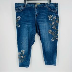 Democracy Seamless Ankle Skimmer Embroidered Jean